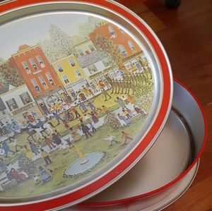 Vintage Sunshine Biscuits Tin, Removeable Tray